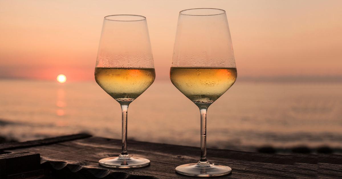 belo_vino_chardonnay_serviranje